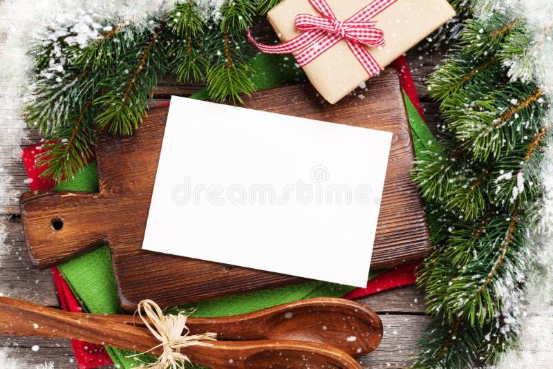 圣诞节在烹调桌和器物的贺卡 库存照片