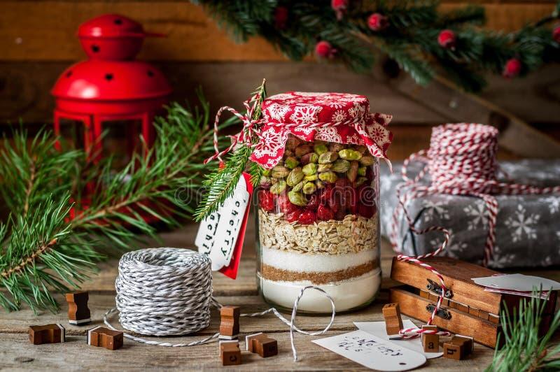 圣诞节在瓶子的曲奇饼混合 免版税图库摄影