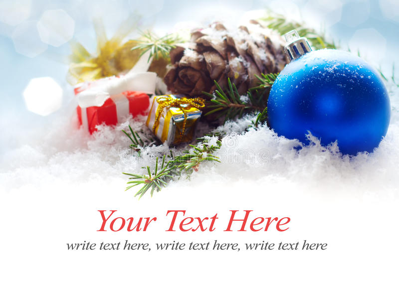 圣诞节在蓝色模糊的轻的背景的边界装饰 免版税库存照片