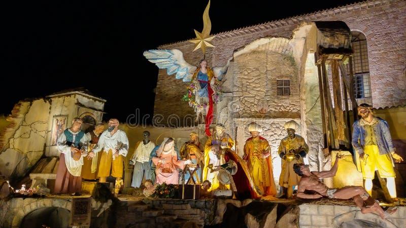 圣诞节在阿西西圣弗朗西斯大教堂的诞生场面在晚上 库存图片