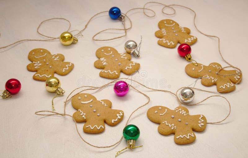 圣诞节姜饼人制造过程 库存照片