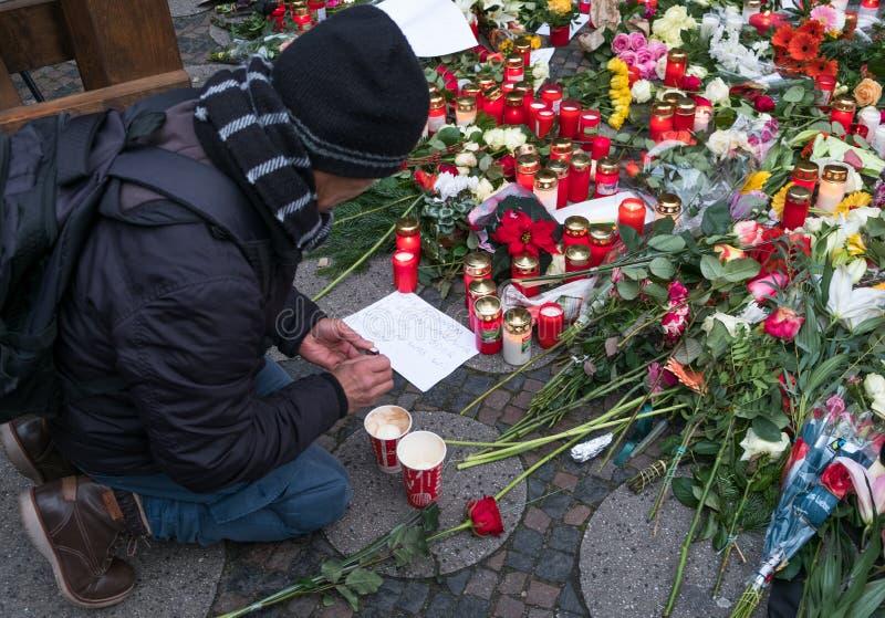 圣诞节市场在柏林,在恐怖袭击以后的天 图库摄影
