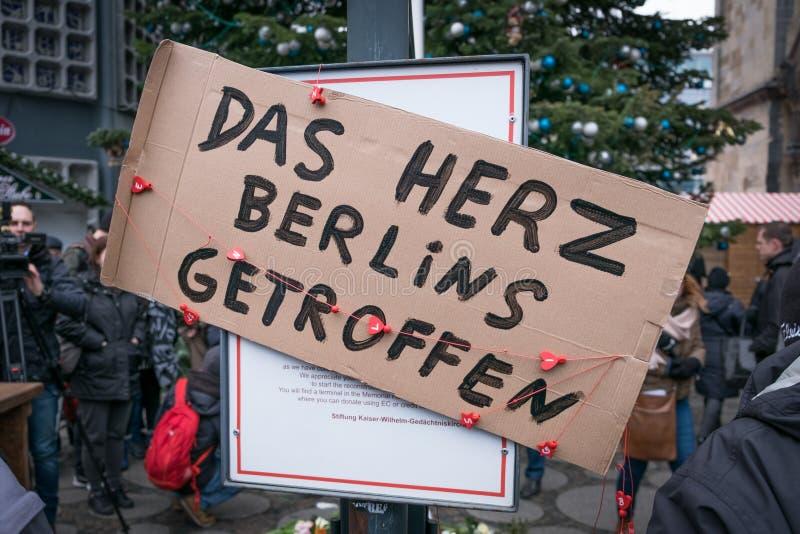 圣诞节市场在柏林,在恐怖袭击以后的天 库存照片