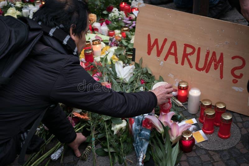 圣诞节市场在柏林,在恐怖袭击以后的天 免版税库存图片