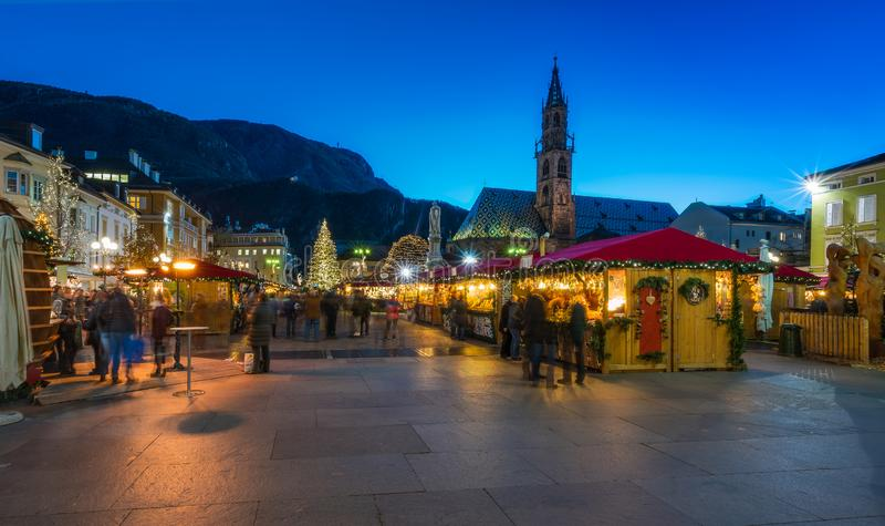圣诞节市场在波尔查诺,特伦托自治省女低音阿迪杰,意大利 免版税库存照片
