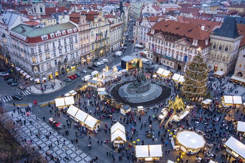 圣诞节市场在老城广场站立在布拉格,捷克 免版税库存照片