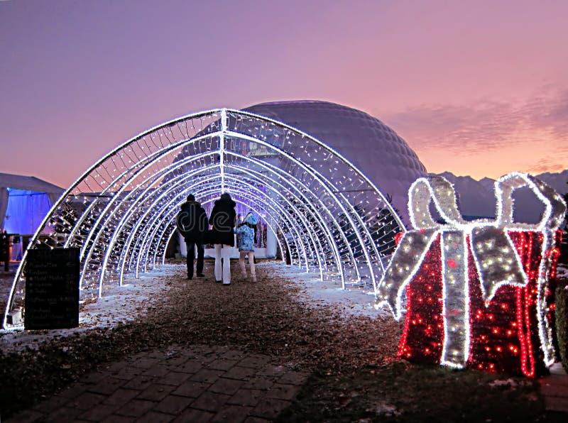 圣诞节市场在蒙特勒,瑞士,与花花公子的日落的 库存图片