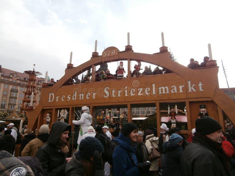 圣诞节市场在Altmarkt广场的,德国德累斯顿, 2013年 免版税图库摄影