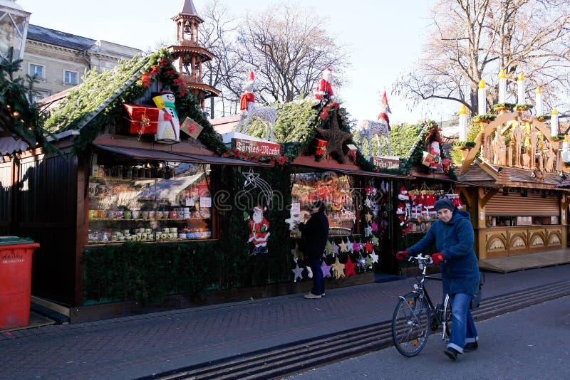 圣诞节市场早晨在卡尔斯鲁厄 库存照片
