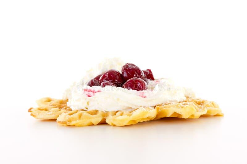 从圣诞节市场的新鲜的被烘烤的奶蛋烘饼 库存图片