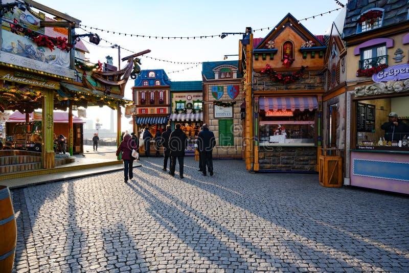 圣诞节市场,五颜六色的老圣诞节村庄,杜塞尔多夫,在河莱茵河的Burgplatz 库存照片