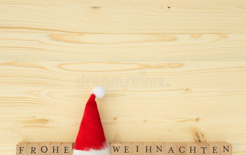 圣诞节帽子和德国词圣诞快乐& x28的; Frohe Weihnachten& x29; 免版税库存图片