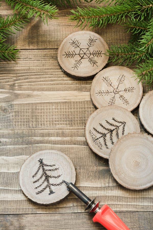 圣诞节或新年自创烙画玩具 免版税库存照片