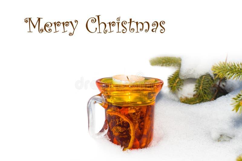 圣诞节时间,杯被仔细考虑的酒 库存照片