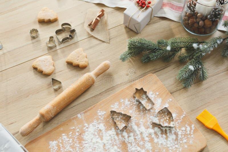 圣诞节曲奇饼和姜饼的烘烤成份 免版税库存图片