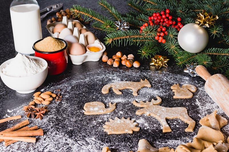 圣诞节曲奇饼姜饼的烘烤成份 免版税图库摄影