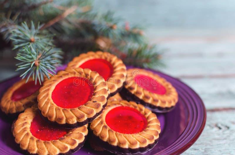 圣诞节曲奇饼查找图象查找更多我的投资组合同样系列 曲奇饼用在turicouse桌上的山莓果酱 库存图片
