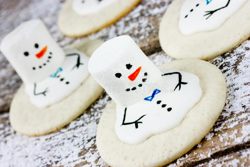 圣诞节曲奇饼熔化的雪人 库存照片