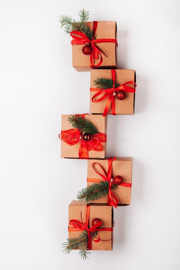 圣诞节构成顶视图圣诞节装饰和礼物在白色背景 库存图片