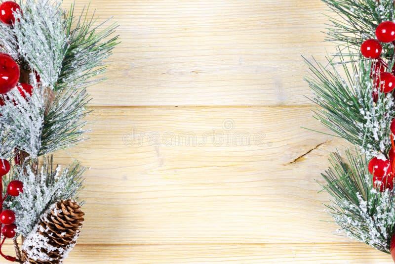圣诞节概念 圣诞节与装饰的杉树在土气 免版税库存照片