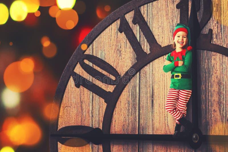 圣诞节概念 顺时针方向小的矮子 免版税库存照片