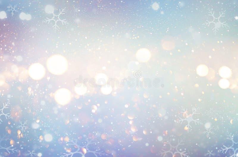 圣诞节焕发冬天背景 Defocused雪背景 免版税库存照片