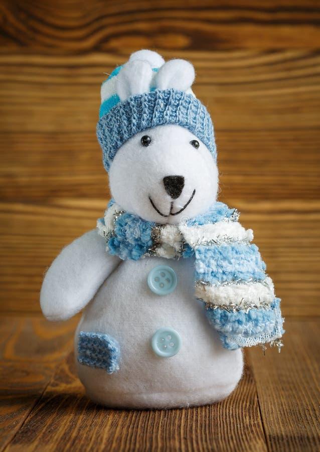 圣诞节玩偶:与帽子和围巾的北极熊圣诞节装饰的 库存照片