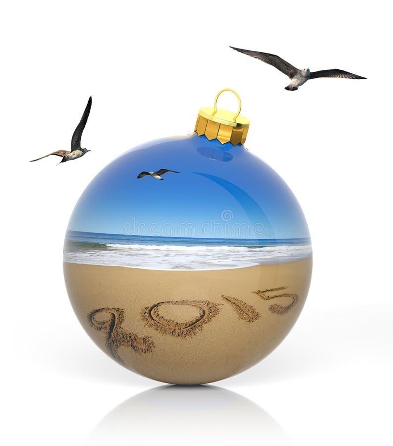 圣诞节球与在海滩写的2015年 库存照片