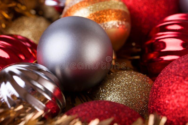 圣诞节球装饰为圣诞节假日背景 免版税库存图片