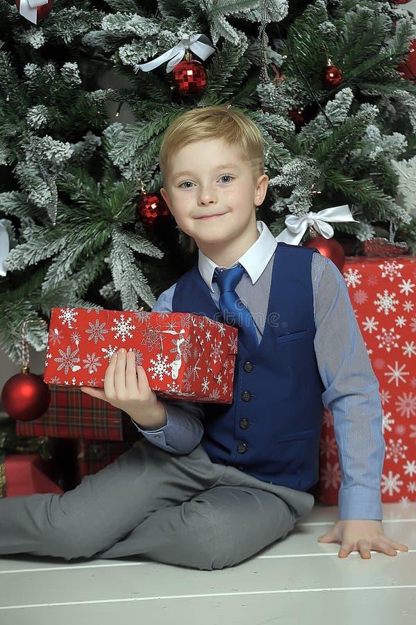 圣诞节的愉快的男孩 免版税图库摄影