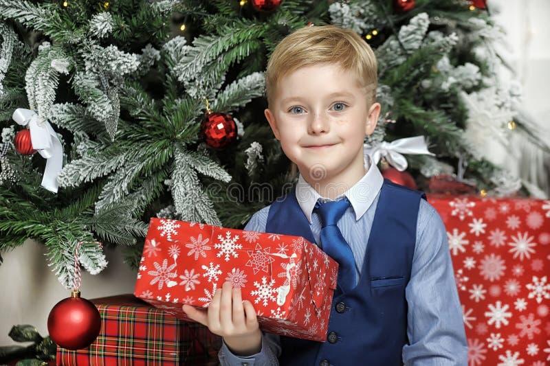 圣诞节的愉快的男孩 免版税库存图片