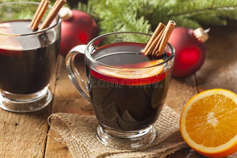 圣诞节的欢乐炽热加香料的酒 免版税图库摄影