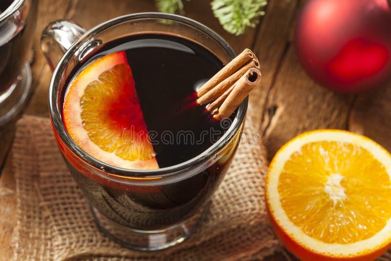 圣诞节的欢乐炽热加香料的酒 免版税库存图片
