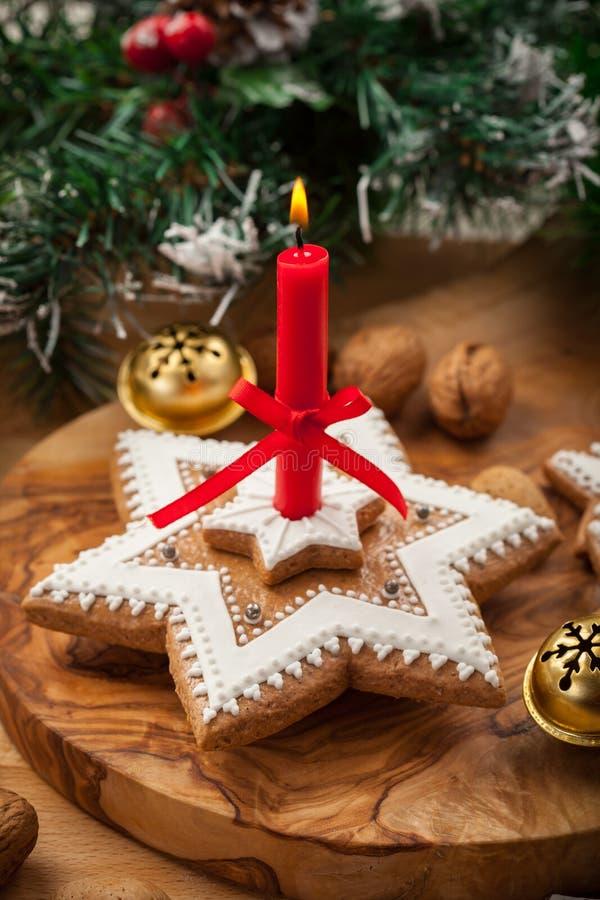 圣诞节的自创姜饼蜡烛 免版税库存照片