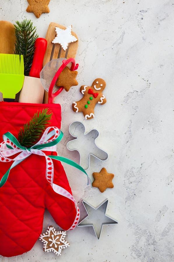 圣诞节礼品包装材料想法 库存照片