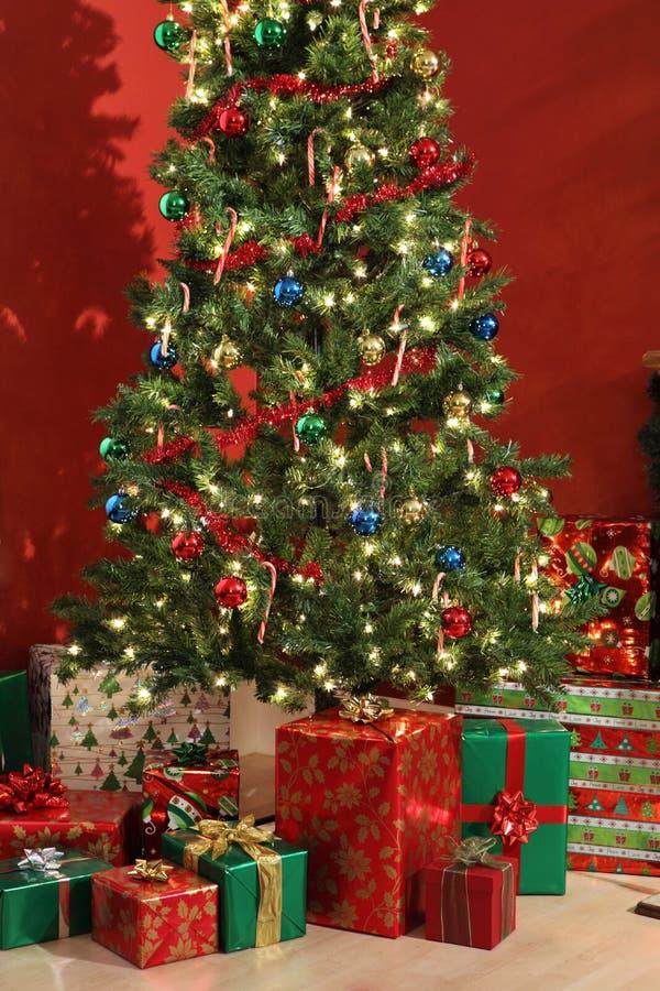 圣诞节礼品结构树 库存照片