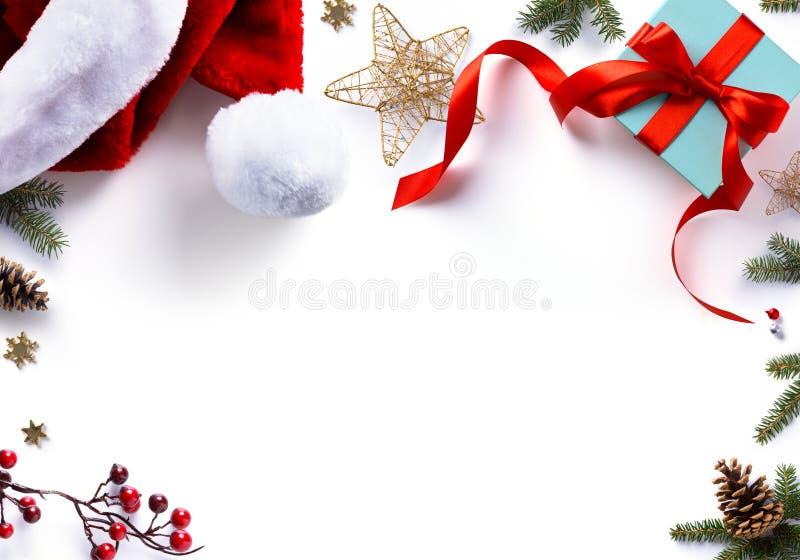 圣诞节礼物、装饰和假日甜在白色 免版税图库摄影
