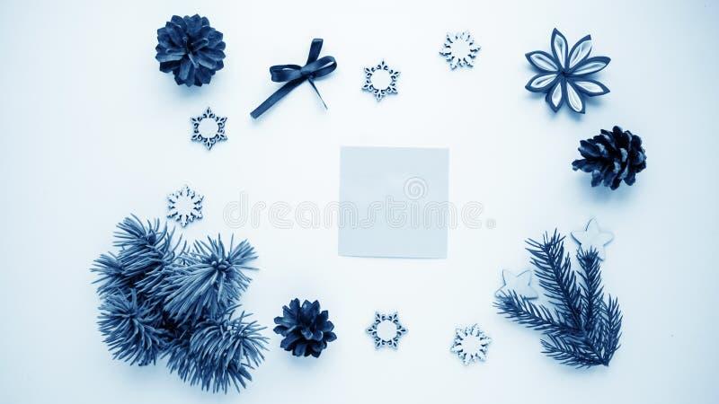 圣诞节礼物和礼物为假日 云杉的分支和d 皇族释放例证