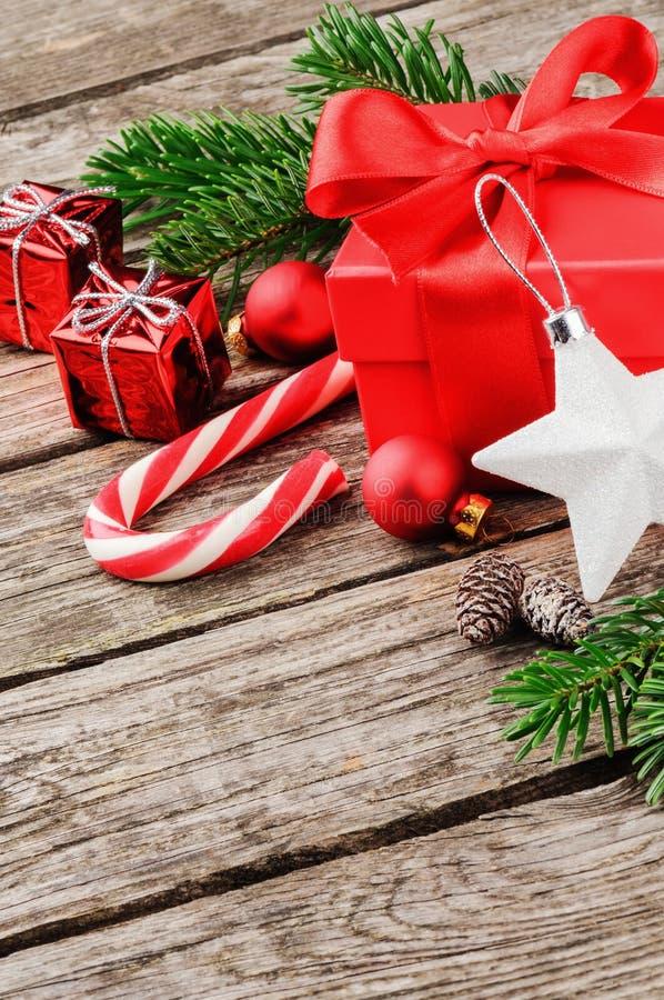 圣诞节礼物和装饰品 免版税图库摄影
