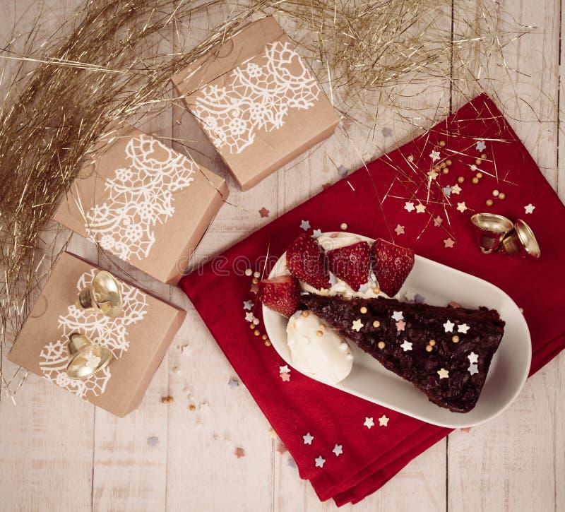 圣诞节礼物和食物庆祝 免版税库存图片