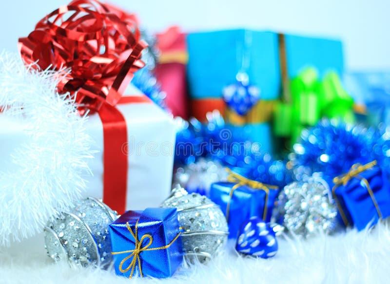 Download 圣诞节礼物盒 库存例证. 插画 包括有 红色, 沐浴者, 粉红色, 纸张, 存在, 背包, 例证, 欢乐 - 22350767