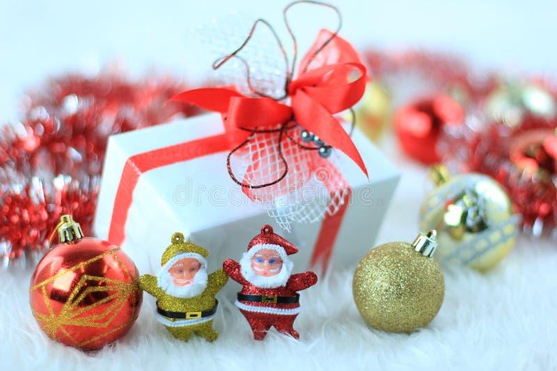 Download 圣诞节礼物盒 库存照片. 图片 包括有 金子, 存在, 红色, 纸张, 12月, 丝带, 金黄, 季节性 - 22358890
