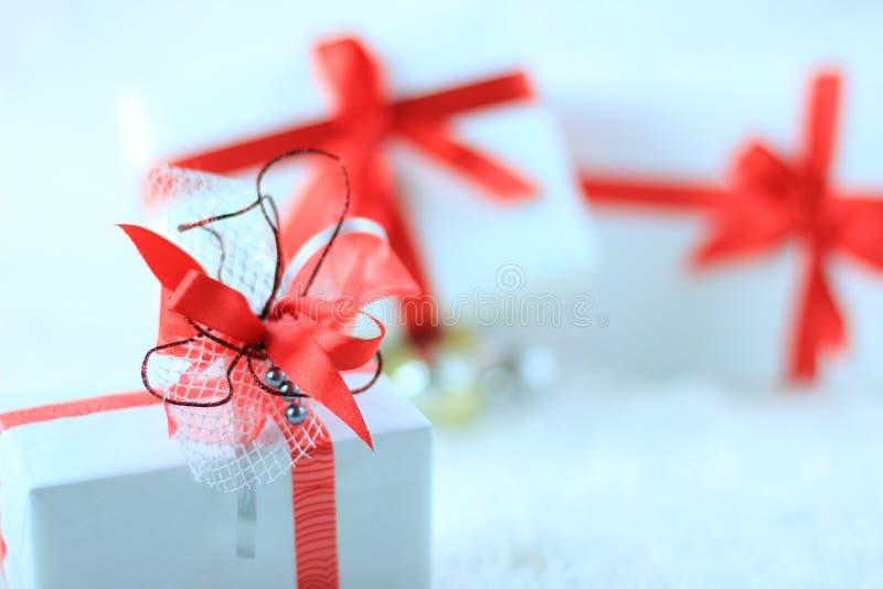 Download 圣诞节礼物盒 库存图片. 图片 包括有 五颜六色, 来回, 当事人, 装饰品, 蓝蓝, 纸张, 沐浴者, 照亮 - 22358945