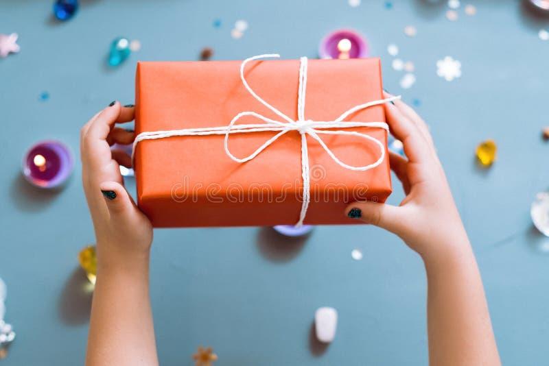 圣诞节礼物红色礼物盒惊奇奖励 库存图片