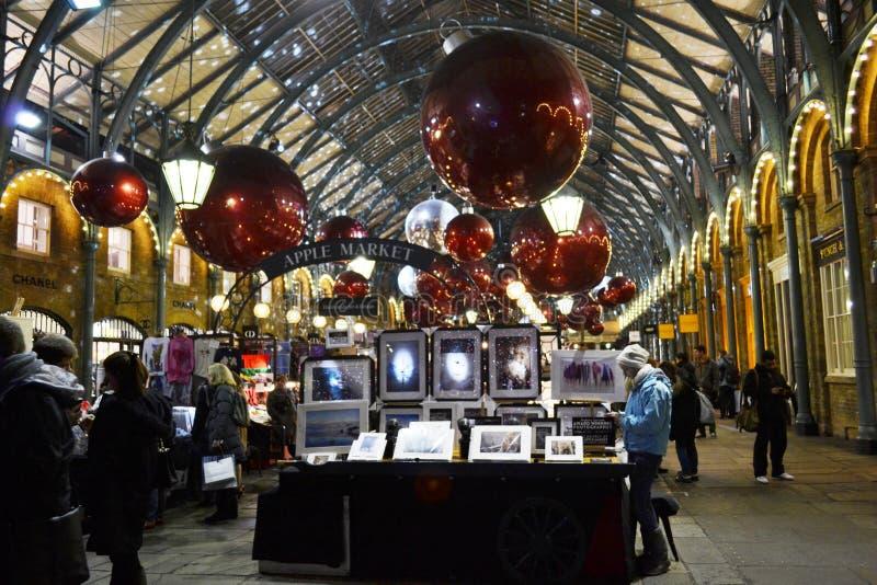 圣诞节科文特花园苹果计算机市场在伦敦,英国 库存照片
