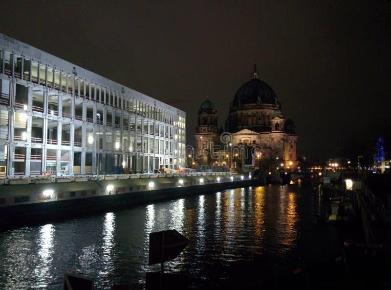 圣诞节米特区柏林德国在夜之前 免版税库存图片