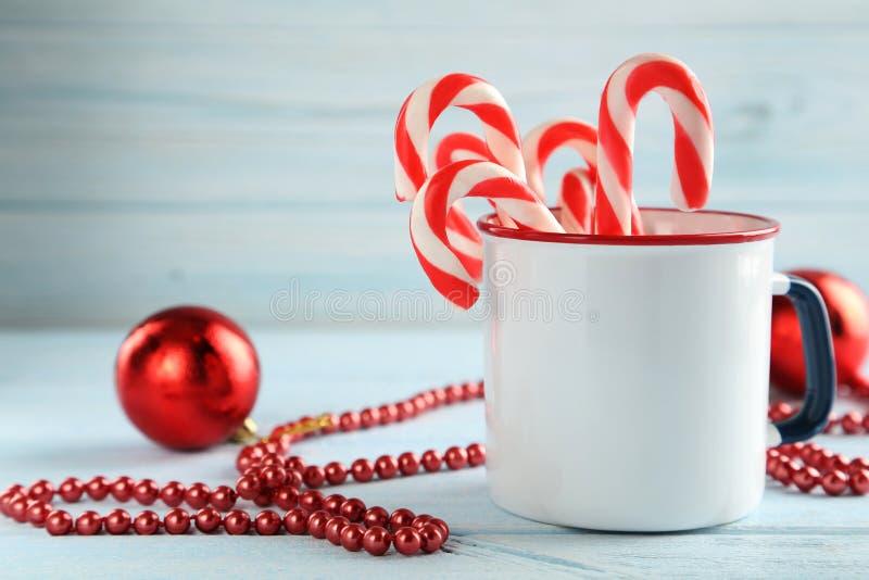 圣诞节糖果罐头 免版税库存图片