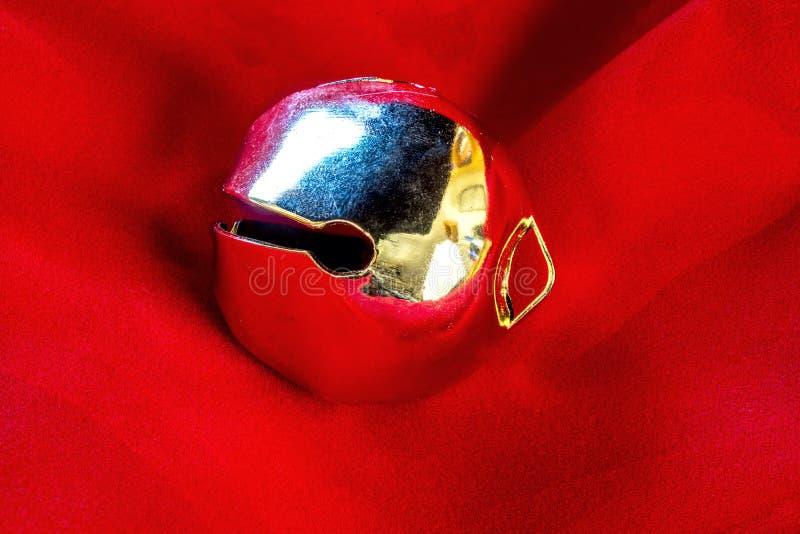 圣诞节红色和金子色的响铃 免版税库存图片