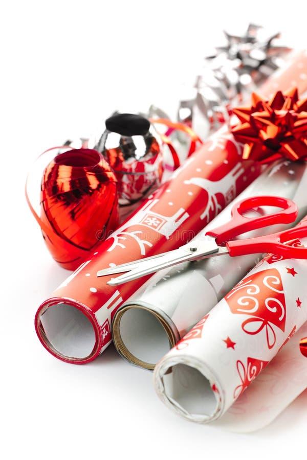 圣诞节纸张卷包裹 免版税库存照片