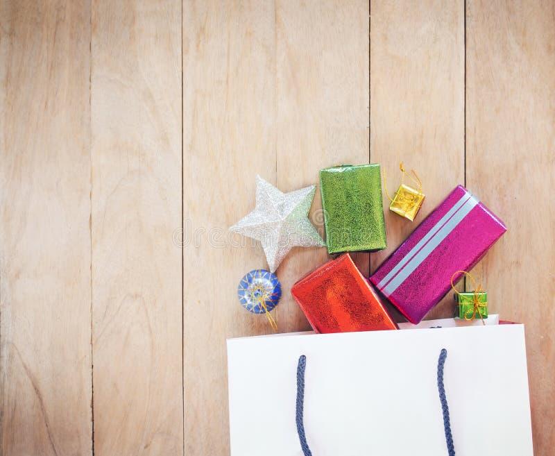 圣诞节节日礼物购物背景 免版税库存照片